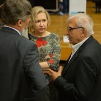 Prof. Adam Daniel Rotfeld (po prawej) z Ambasadorem RP na Białorusi, Arturem Michalskim (Fot. Ewa Radziewicz)