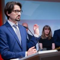Laureat nagrody Karski2020 Dr. Tomasz Głażewski przedstawia swoje życiowe motto. (Fot. Ewa Radziewicz)