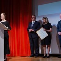 Laureatka nagrody Karski2020 Urszula Woźniak dziękuje wszystkim współpracownikom i osobom, które zaangażowane były w medyczny woluntariat. (Fot. Ewa Radziewicz)