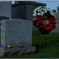 Karski grave in Mt Olivet Cemetery with All Saints Day wreath (courtesy of Witold Dzielski, The Polish Embassy)