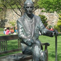 Karski statue at Georgetown (Courtesy Jane Robbins)