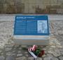 Commemorative plaque with information about Jan Karski in Polish and English (Photo: Antoni Szczepański)