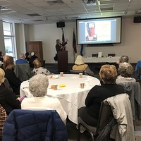 Wanda Urbanska introduces her program to an engaged audience at Beth Meyer Synagogue (Photo: Jane Robbins)
