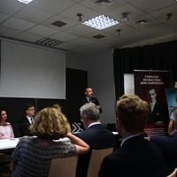 """Krótki wykład """"Kim Karski jest dla mnie i moich podopiecznych?"""" Szymona Pawlaka, stypendysty Fundacji z 2015 roku (fot. Antoni Szczepański)"""