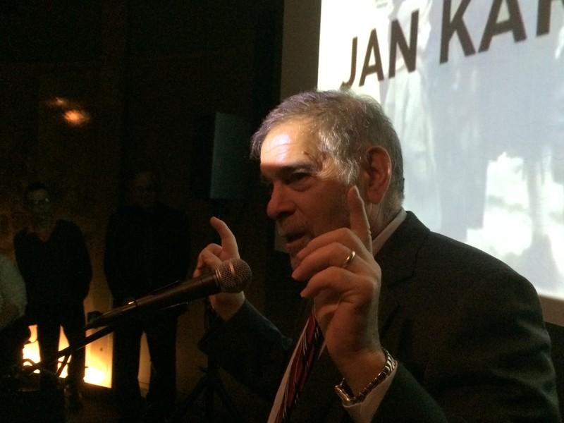 Michael Berenbaum speaking to the group (Photo by Wanda Urbanska)