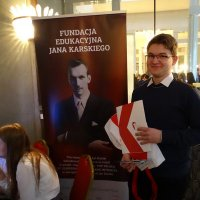 Students Test Their Knowledge about Karski at a Fair Organized by the Forum for Dialogue Among the Nations