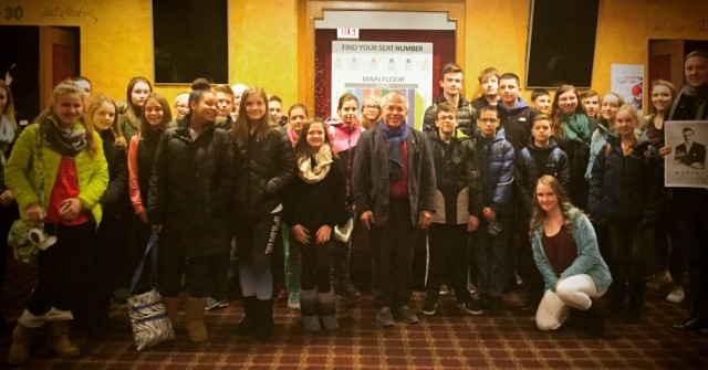 The film's director Sławomir Grünberg with students of the Jan Karski Polish School in Palos Hills, IL, and their teacher Marek Adamczyk (Courtesy of Sławomir Grünberg)