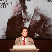 Nicholas Kristof Receives the 2016 Spirit of Jan Karski Award