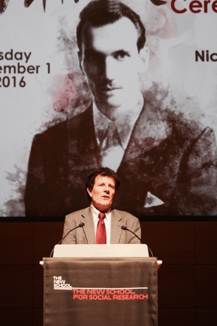 Nicholas Kristof speaks to the audience at The New School (Photo: Julian Voloj)