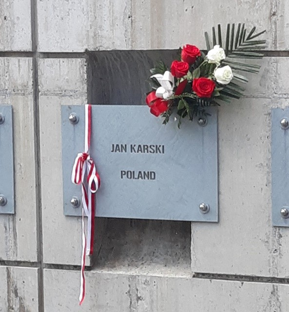 A plaque dedicated to Jan Karski at the Ferro Fountain of the Righteous, at the Holocaust Museum and Education Center in Skokie, IL (Photo: Marek Adamczyk)