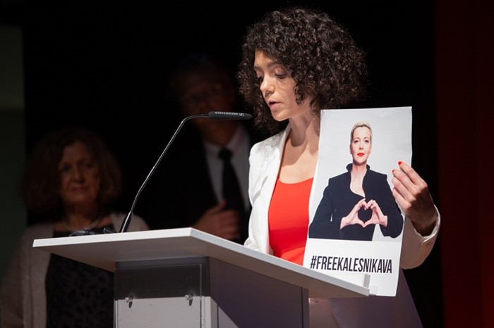 Maria Kalesnikava's sister, Tatsiana Khomich, who accepted the Spirit of Jan Karski Award on behalf of the imprisoned Belarusian opposition leader, talks about the ordeal of political prisoners in her home country. (Photo: Ewa Radziewicz)